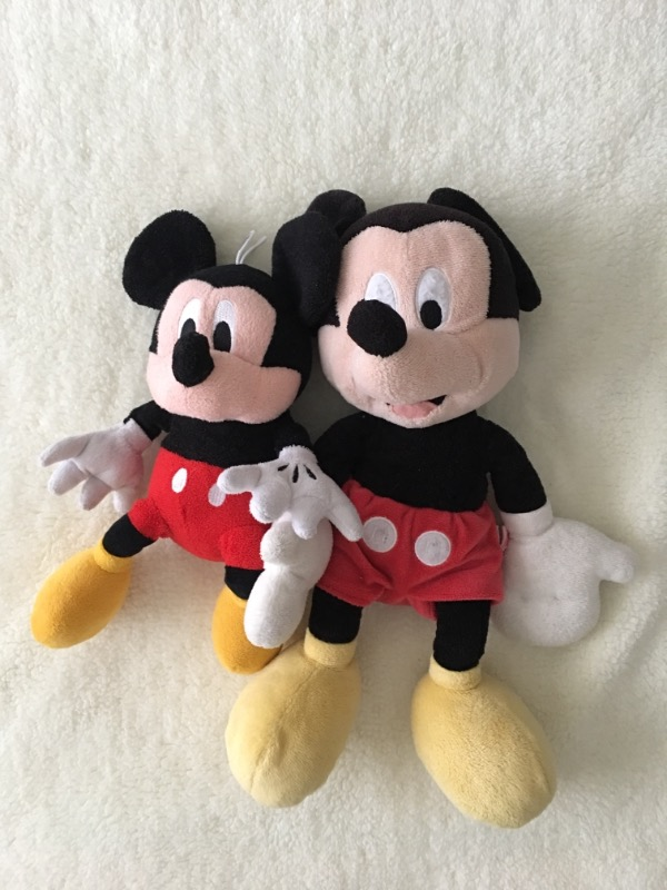 İki adet mickey mouse